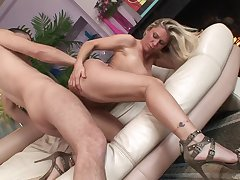 Naked milf slut in high heels bounces on a dick