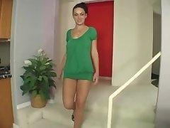 Angelica Raven Hardcore Sur Une Méridienne Bleue Avec Un Costume Vert