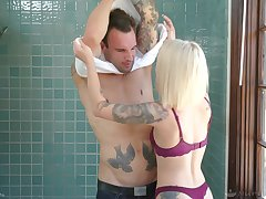 Threesome everywhere DP for blonde nuru rub down therapist Dakota Skye